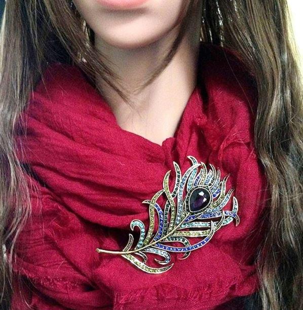 Beautiful Fashion Peacock Brooch for Women
