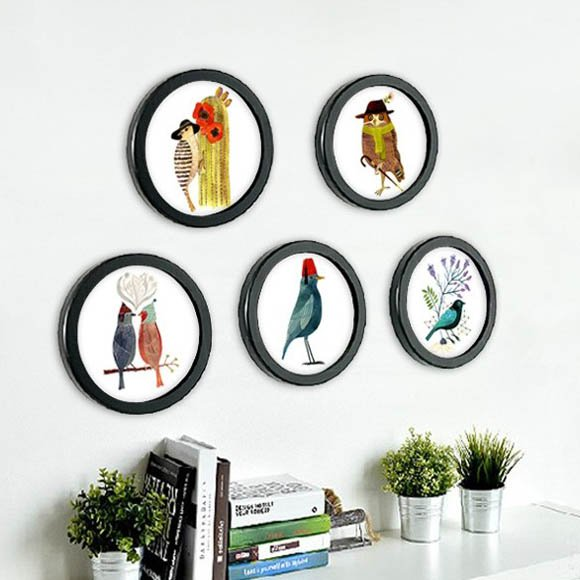 Round Photo Frame with Birds Print