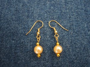 Pearl-like earrings