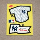1985 FLEER BASEBALL - New York Yankees Team Jersey & Flag Yellow Sticker Card