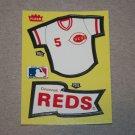 1985 FLEER BASEBALL - Cincinnati Reds Team Jersey & Flag Yellow Sticker Card