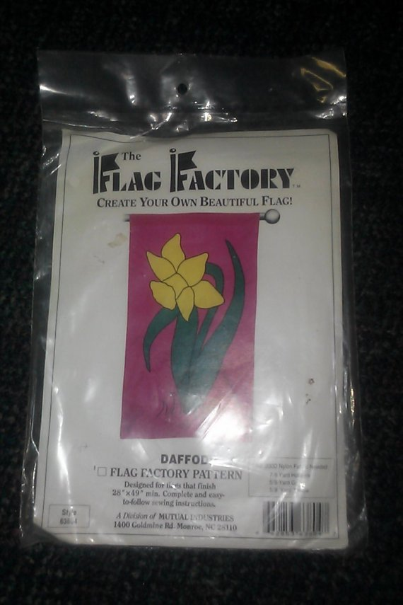 "The Flag Factory 63804 NIP DAFFODIL 28"" X 49 Pattern"