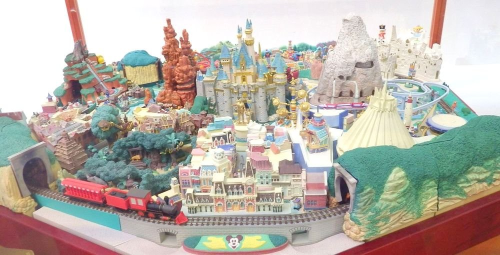 Display Case with! My Disneyland Diorama Complete Model set Miniature DeAGOSTINI