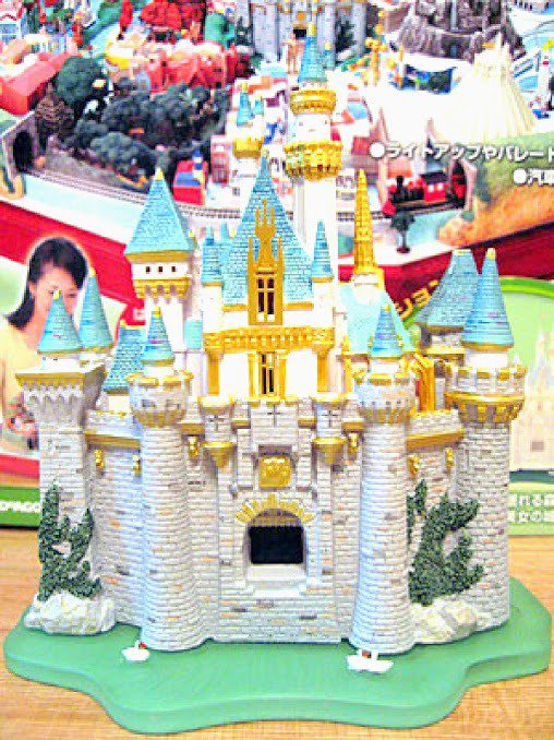 Disneyland Sleeping Beauty's Castle Cinderella Castle Diorama Figures Miniature