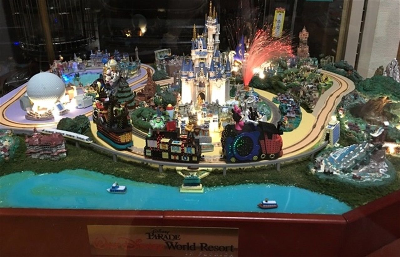 Disney Parade Disneyland Diorama Complete Assembly Set Miniature World Figure FS