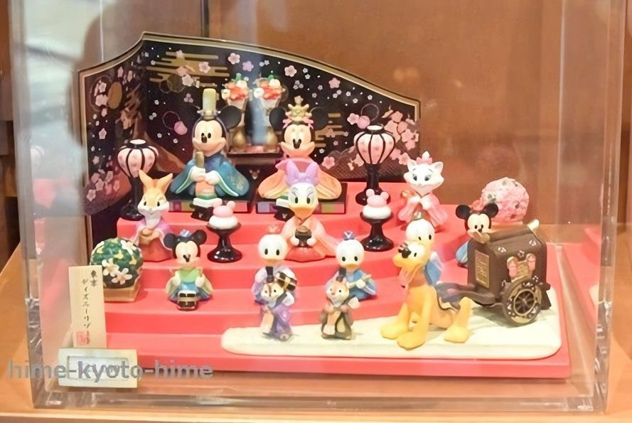 TDR Mickey & Friends Hina doll + Display case Set Mickey Marie Goofy Figures