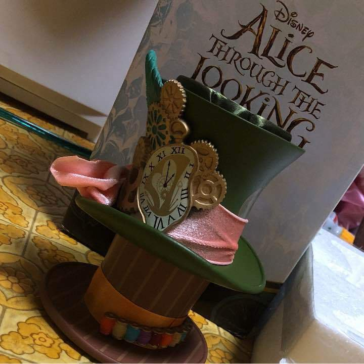 Alice in Wonderland Mad Hatter Through The Looking Accessory Stand Hat Stand