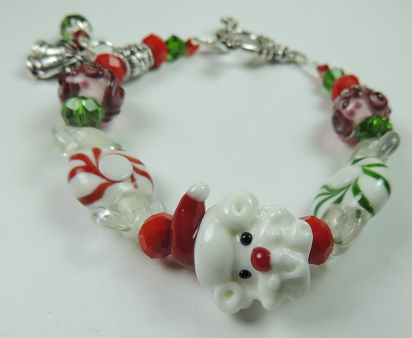 NEW WOMANS CHRISTMAS WHITE AND RED SANTA CLAUS LAMPWORK BRACELET