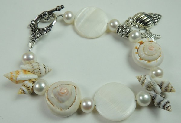 New Woman Sea Shell Bracelet with White Pearls & Silver Tone Metal Shell & Starfish Charm