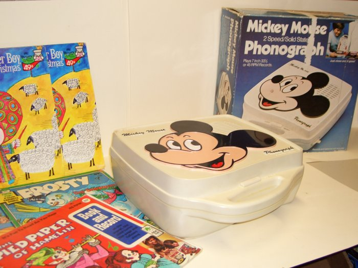 Vintage Mickey Mouse 2 Speed/Solid State Phonograph Works! with Records IN BOX!