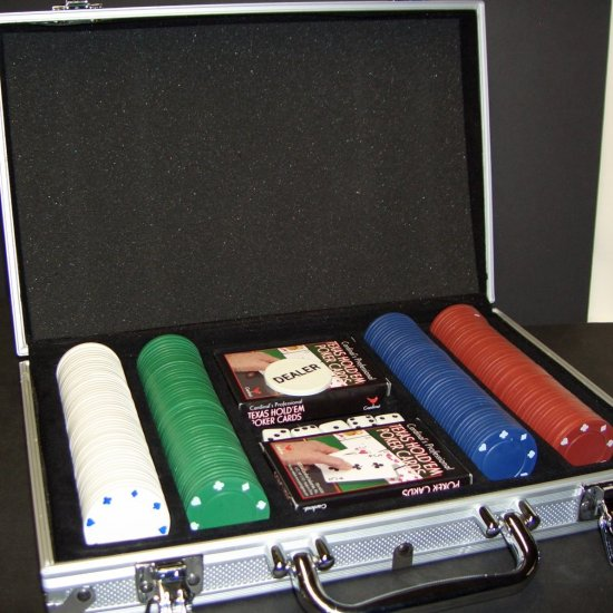 Poker Chip Set With 200 Chips in Nice Aluminum Carrying Case