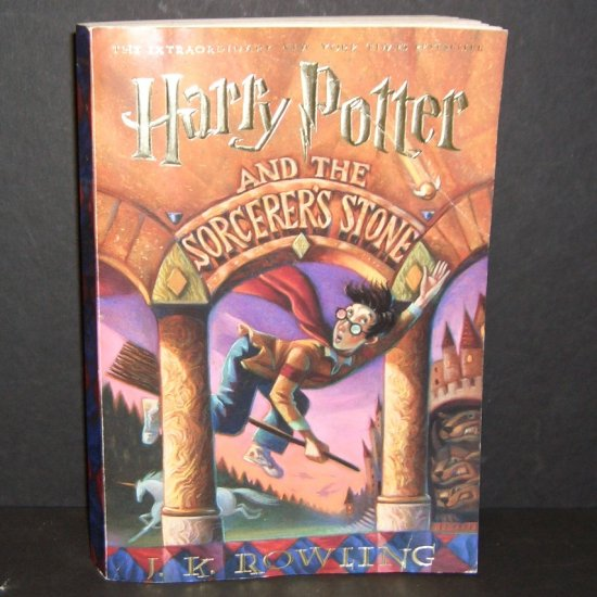 Harry Potter and the Sorcerer's Stone Softcover J.K. Rowling
