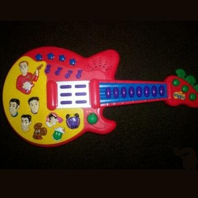 Retired CollectibleThe Wiggles Sing and Dance Guitar 2003