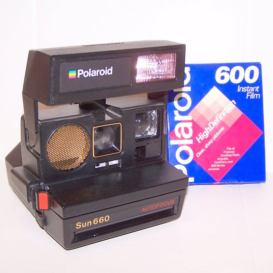 POLAROID Sun 660 Autofocus CAMERA with 600 Film Excellent