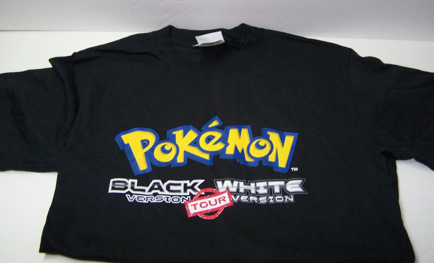 POKEMON Black White Version 2011 Tour T-SHIRT Size Adult S/P/C RARE NEW T Shirt