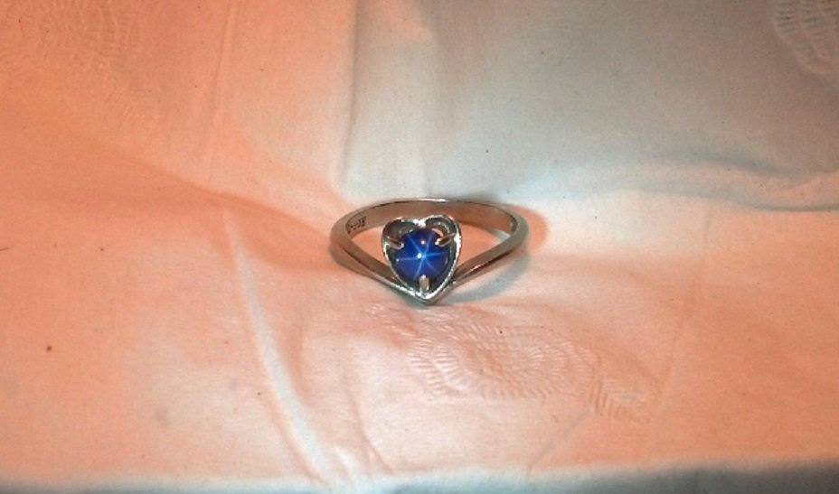 Royal Blue Synthetic Star Sapphire Heart Style Vintage 10K White Gold Ring, Size 8 - 8-1/4