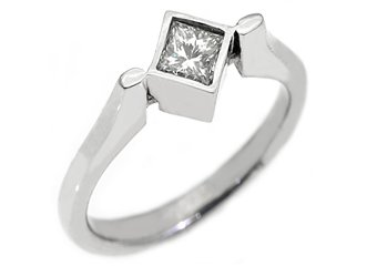 WOMENS SOLITAIRE PRINCESS CUT DIAMOND ENGAGEMENT RING BEZEL SET WHITE GOLD