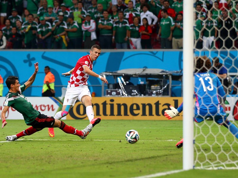 014 -  8 X 6 Photo - Football - FIFA World Cup 2014 - Croatia V Mexico Ivan Perisic Scores.jpg
