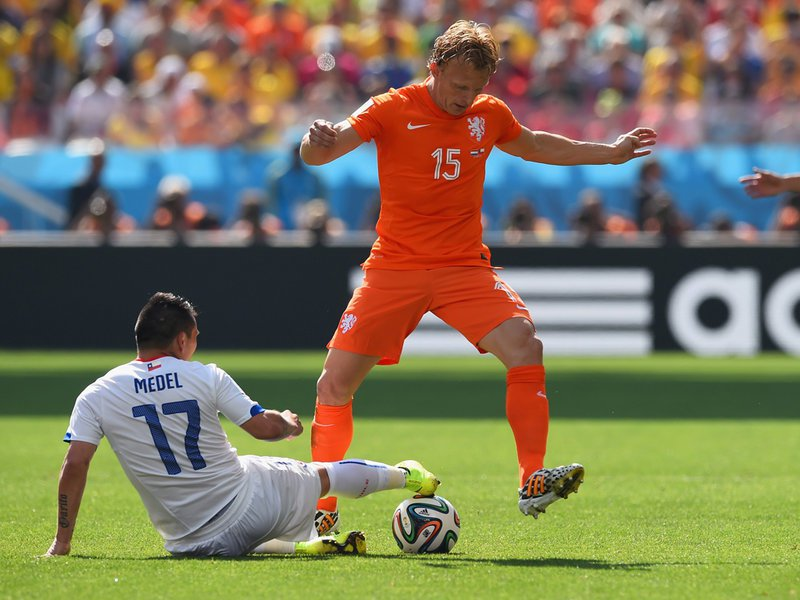 00019 -  8 X 6 Photo - Football - FIFA World Cup 2014 - Chile V Holland -