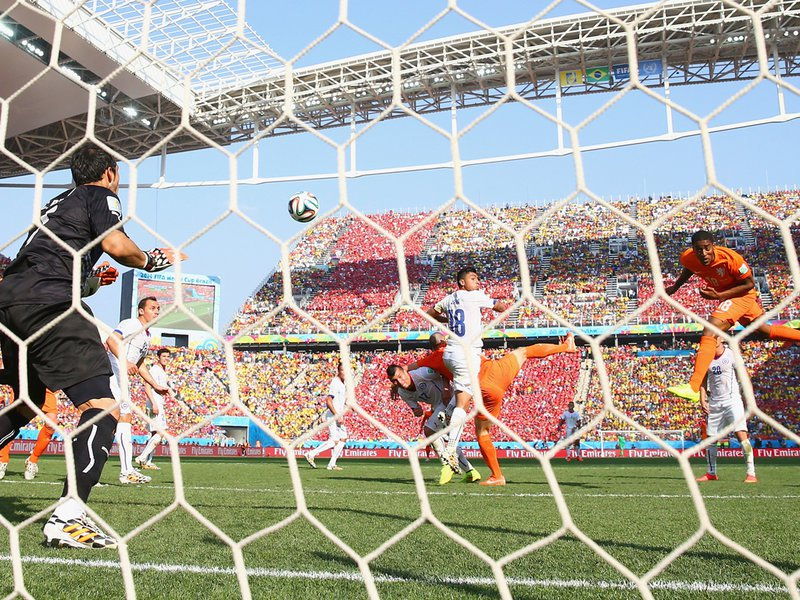 023 -  8 X 6 Photo - Football - FIFA World Cup 2014 - Holland V Chile World Cup Leroy Fer Scores