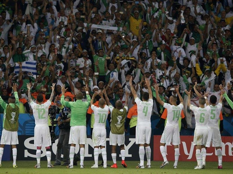 094 - 8 X 6 Photo - Football - FIFA World Cup 2014 - Algeria V S Korea - Algerian Celebrations