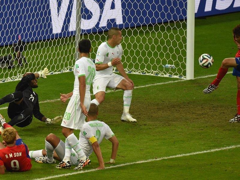 095 - 8 X 6 Photo - Football - FIFA World Cup 2014 - Algeria V South Korea - Koo Ja Cheol Scores