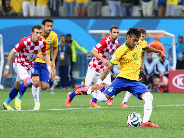 WC 0137 - 8 X 6 Photo - Football - FIFA World Cup 2014 - Brazil V Crotia - Neymar Penalty