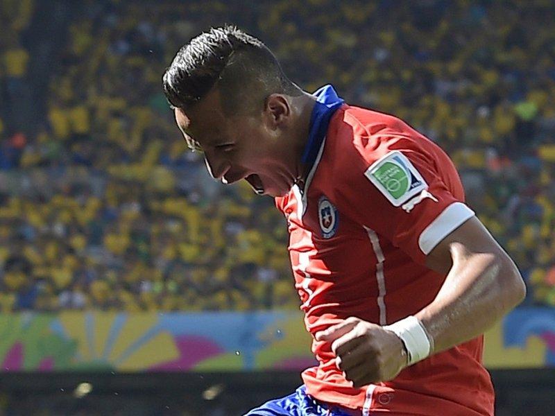 WC 0436 -  8 X 6 Photo - Football - FIFA World Cup 2014 - Brazil V Chile Alexis Sanchez