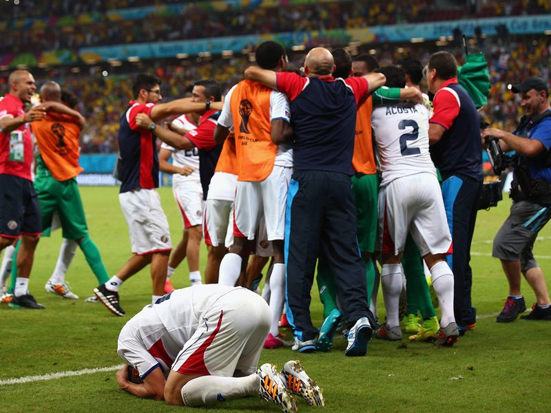 455 - 8 X 6 Photo - Football - FIFA World Cup - Costa Rica Celebrate Beating Greece On Penalty