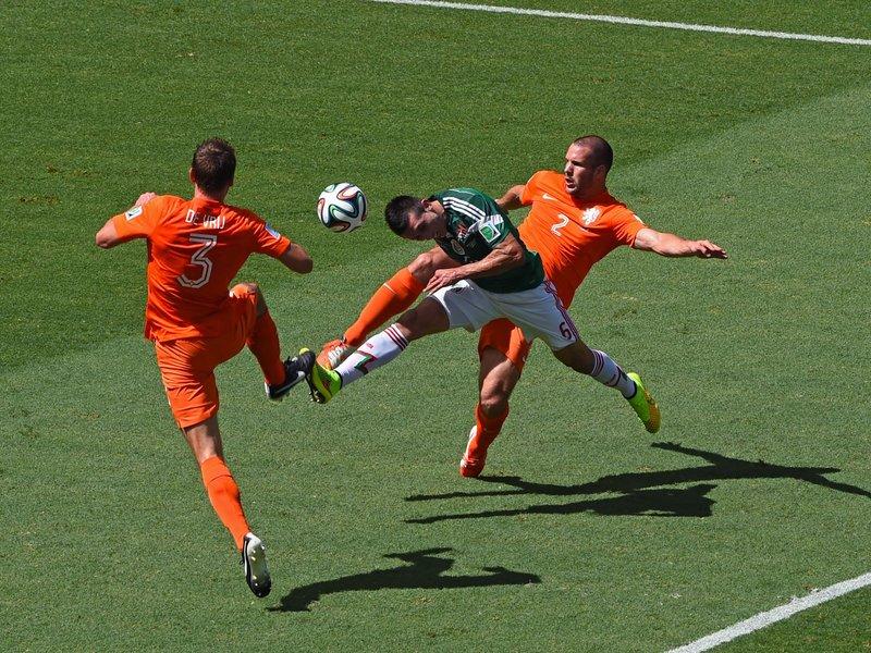 458 - 8 X 6 Photo - Football - FIFA World Cup - Holland V Mexico Hector Herrera