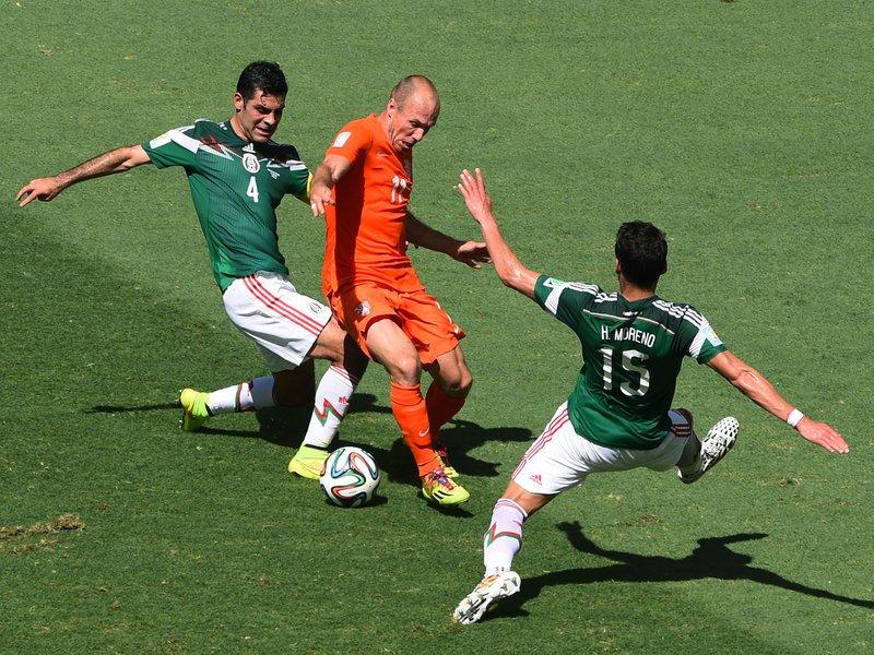 469 - 8 X 6 Photo - Football - FIFA World Cup - Holland V Mexico Arjen Robben Moreno Hector