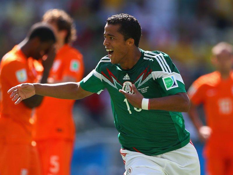 471 - 8 X 6 Photo - Football - FIFA World Cup - Holland V Mexico Giovani Dos Santos
