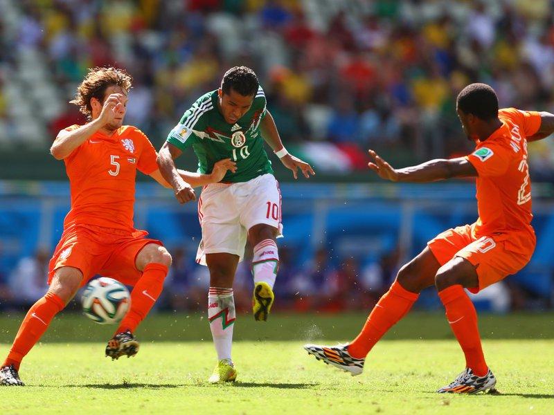 473 - 8 X 6 Photo - Football - FIFA World Cup - Holland V Mexico Giovani Dos Santos Goal