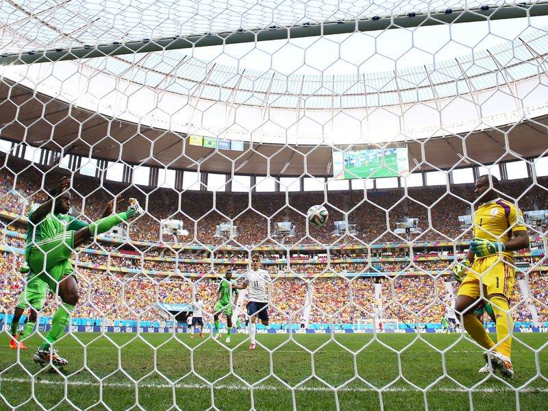 487 - 8 x 6 Photo - Football - FIFA World Cup - France v Nigeria - Victor Moses
