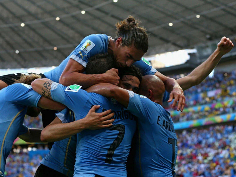 270 - 8 X 6 Photo - Football - FIFA World Cup 2014 - Uruguay V Costa Rica