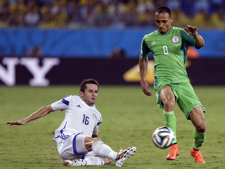285 - 8 X 6 Photo - Football - FIFA World Cup 2014 - Bosnia V Nigeria - Senad Lulic
