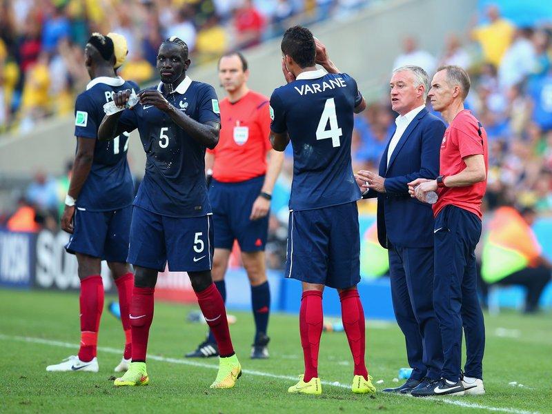 537 - 8 X 6 Photo - Football - FIFA World Cup - Germany V France -  Didier Deschamps Sakho Varane