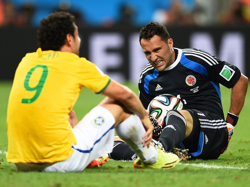 557 - 8 X 6 Photo - Football - FIFA World Cup 2014 - Brazil V Colombia - Fred And David Ospina