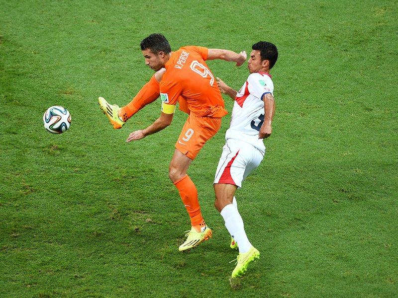 574 - 8 X 6 Photo - Football - FIFA World Cup 2014 - Holland V Costa Rica - Giancarlo Gonzalez