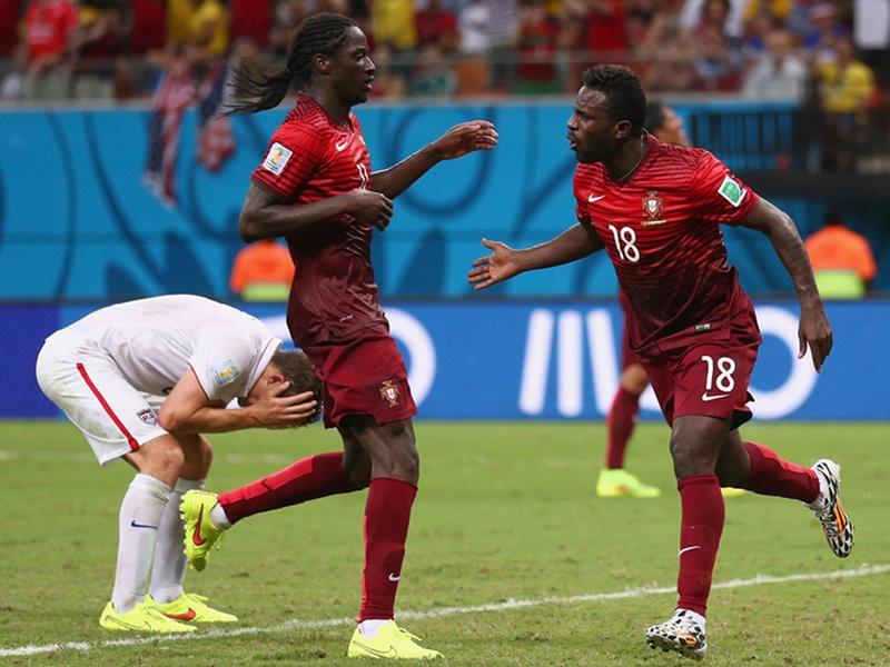 339 - 8 X 6 Photo - Football - FIFA World Cup 2014 - USA V Portugal - Silvestre Celebration