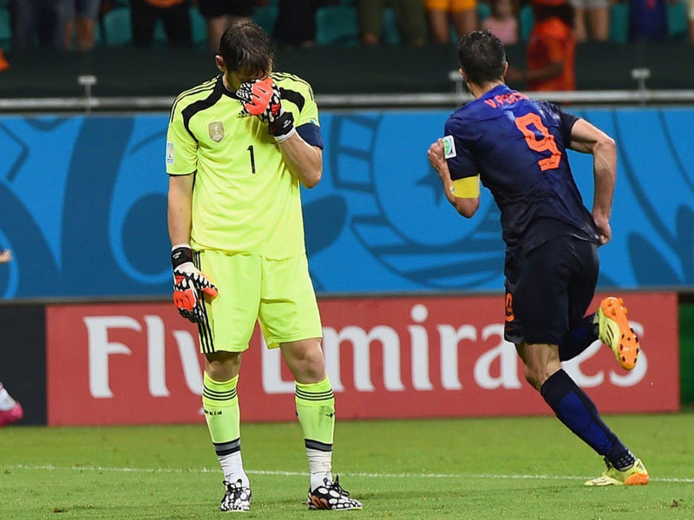 394 - 8 X 6 Photo - Football - FIFA World Cup 2014 - Spain V Holland - Robin Van Persie Celebrates