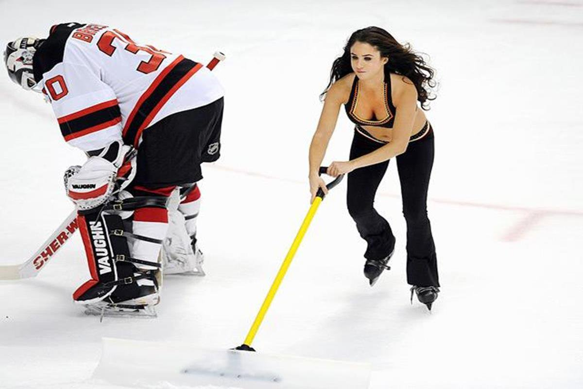 013 - 12 X 8 Photo - NHL - Girls - Anaheim Ducks Power Players Ice Girls  Devils At Ducks