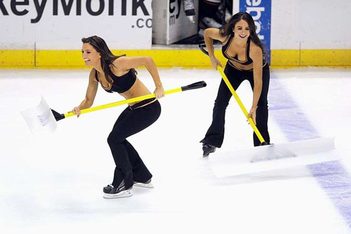 020 - 12 X 8 Photo - NHL - Girls - Anaheim Ducks Power Players Ice Girls  Flames At Ducks