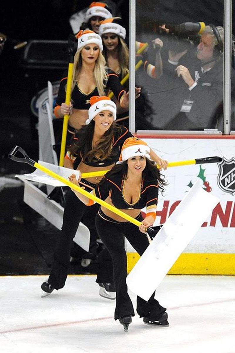 026 - 12 X 8 Photo - NHL - Girls - Anaheim Ducks Power Players Ice Girls  Islanders At Ducks