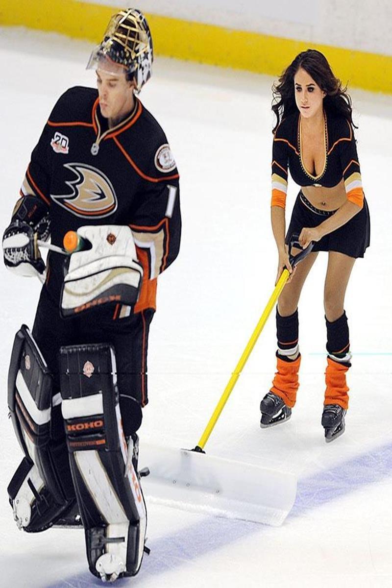 032 - 12 X 8 Photo - NHL - Girls - Anaheim Ducks Power Players Ice Girls  Rangers At Ducks