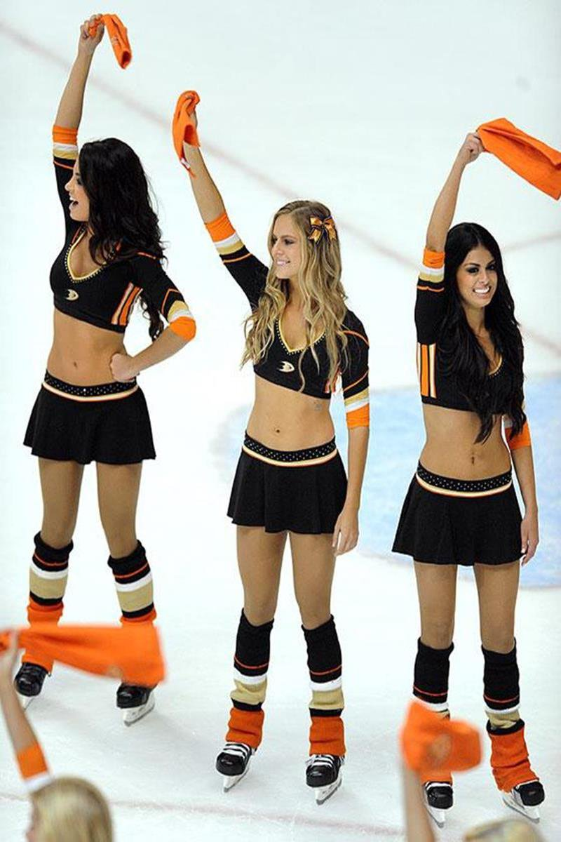 034 - 12 X 8 Photo - NHL - Girls - Anaheim Ducks Power Players Ice Girls  Rangers At Ducks