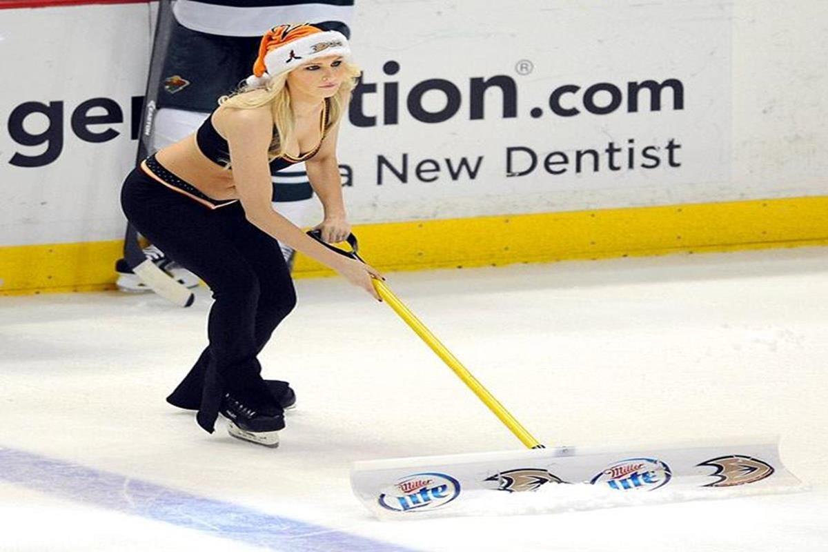 047 - 12 X 8 Photo - NHL - Girls - Anaheim Ducks Power Players Ice Girls  Wild At Ducks