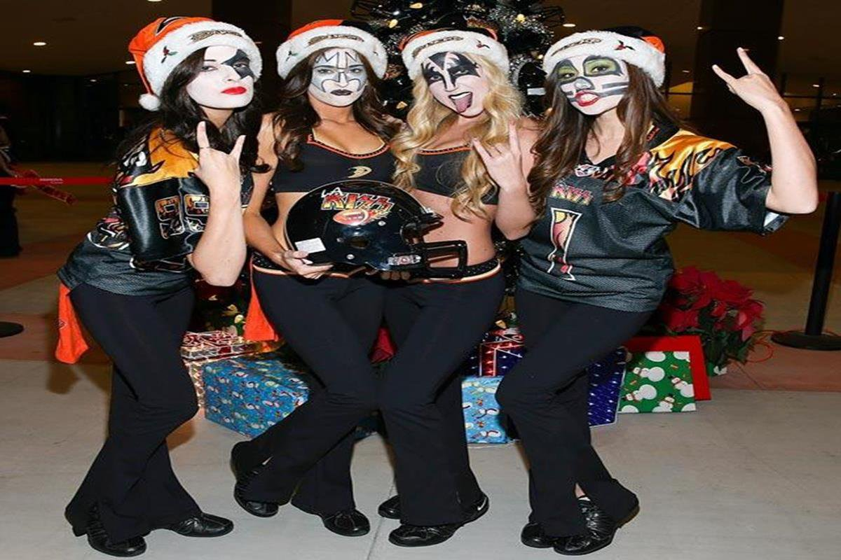 052 - 12 X 8 Photo - NHL - Girls - Anaheim Ducks Power Players Ice Girls