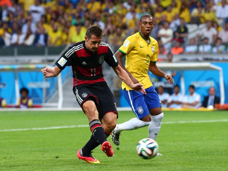 596 - 8 X 6 Photo - Footbal - FIFA World Cup - Brazil V Germany - 2-0 Miroslav Klose