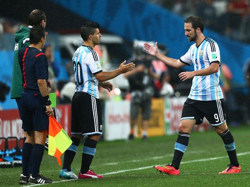 625 - 8 X 6 Photo - Footbal - FIFA World Cup - Argentina V Holland Sergio Aguera